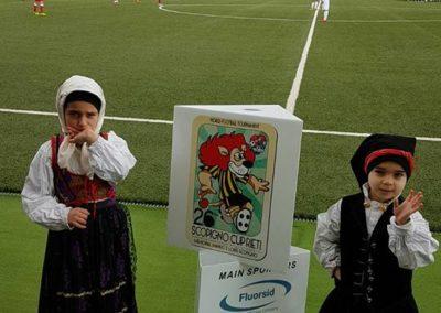 Scopigno Cup Bambini con costume tipici Sardi